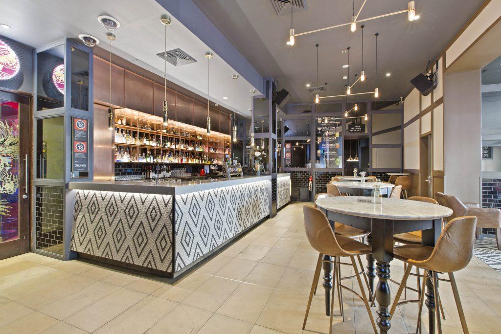 Bar | Gallery | Charlie Chans