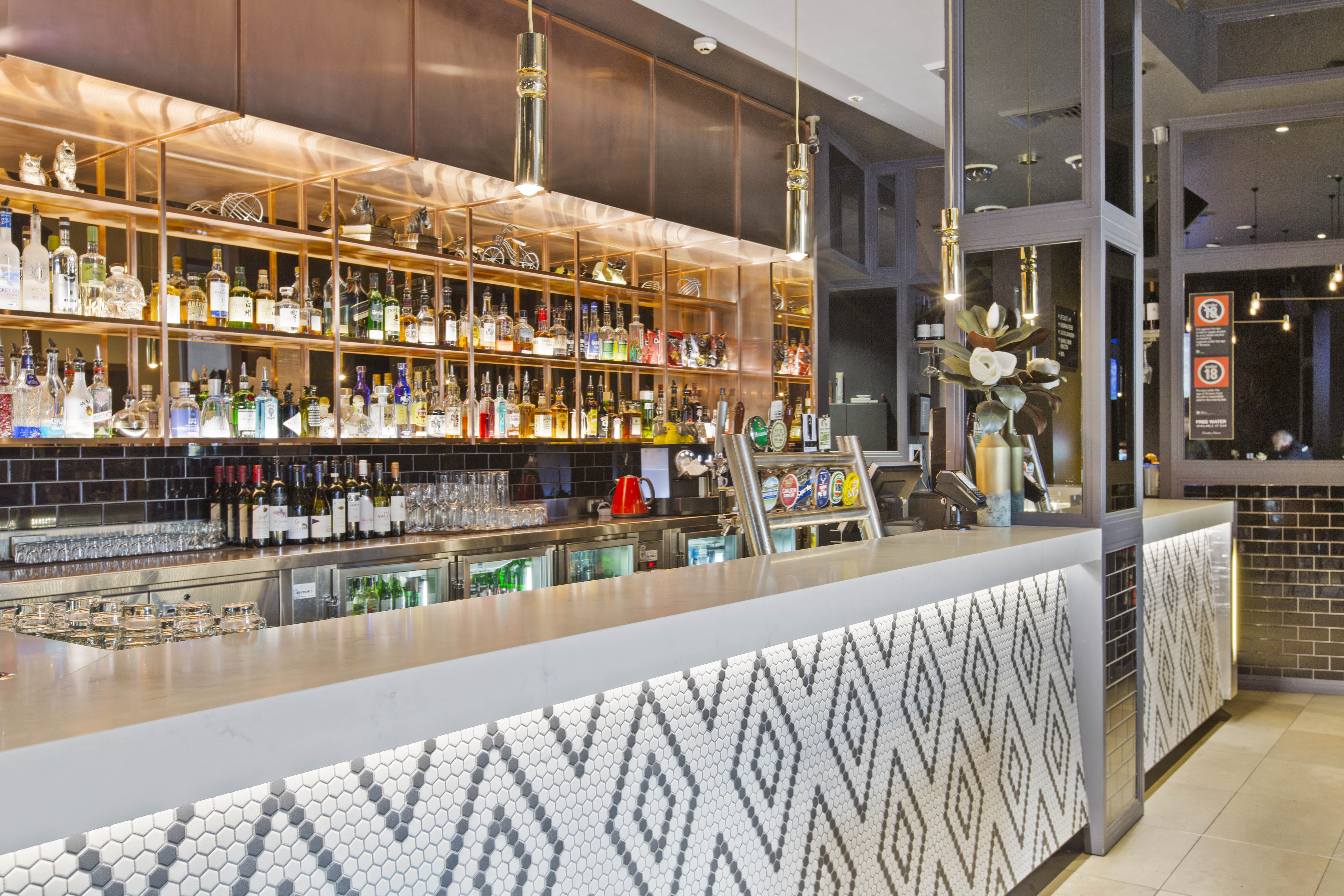 Bar Counter | Drink | Charlie Chans